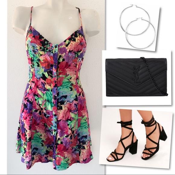 Insight Dresses & Skirts - Insight floral & flirty first date dress SZ 4